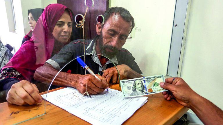 Photo of بدء توزيع المنحة القطرية في غزة اليوم
