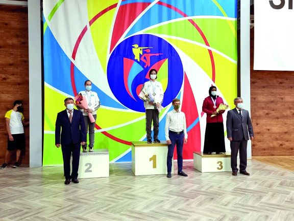 Photo of لاعبة الأدعم أمل محمد تحرز ميدالية ملونة ثانية بالبطولة الآسيوية للرماية الهوائية بكازاخستان