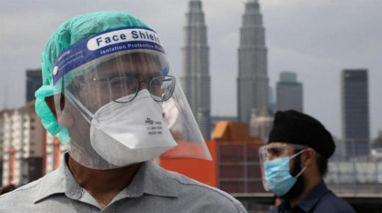 Photo of ماليزيا تخفف بعض القيود المفروضة لاحتواء فيروس كورونا