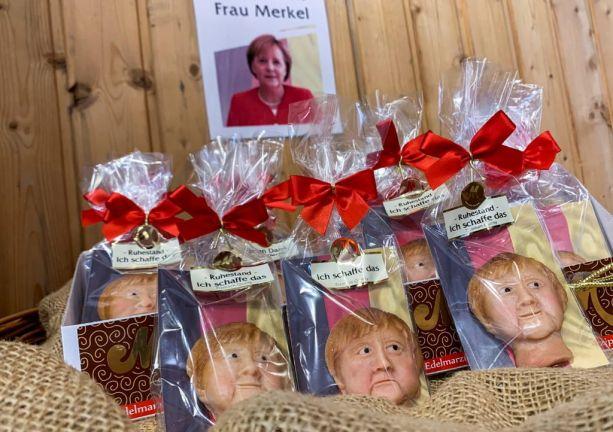 Photo of بالصور.. ألمانيا تودع أنجيلا ميركل بحلوى كوكيز على شكل وجهها
