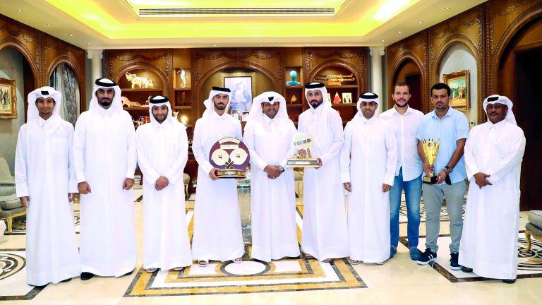 Photo of الرمز يكرّم فريقي قطر للطائرة والطاولة