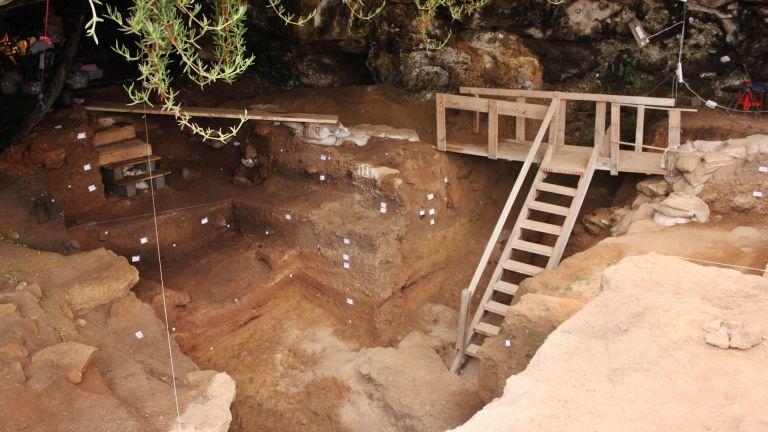 Photo of مغارة مغربية تكشف أقدم الأدلة على صنع الملابس