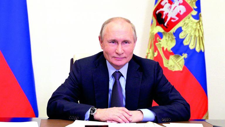 Photo of الرئيس الروسي يرحب بمنح قطر صفة «شريك في الحوار»