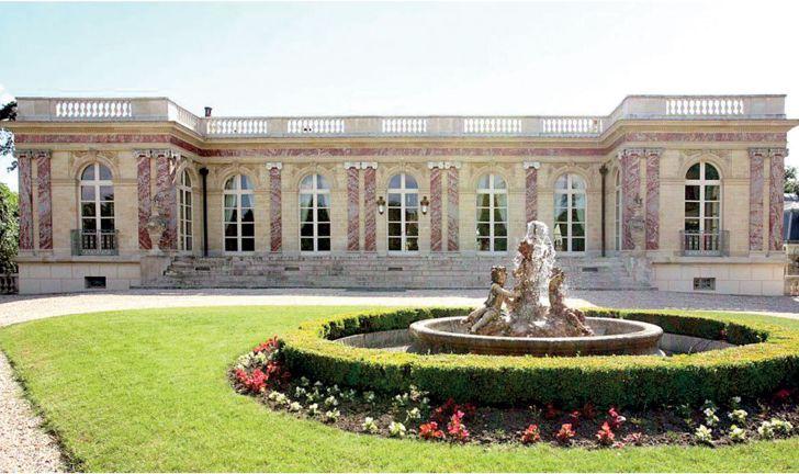 Photo of ميسي «ينوي» شراء قلعة بينك بالاس