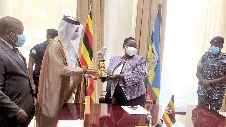 Photo of رئيسة وزراء أوغندا تجتمع مع سفيرنا