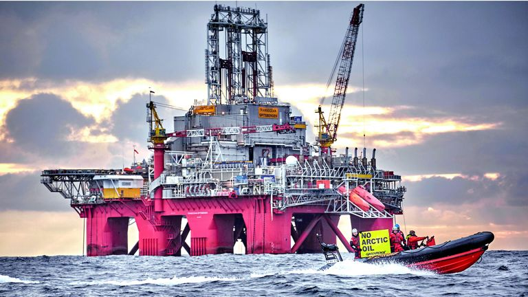 Photo of بريطانيا: لا قلق من نفاد إمدادات الوقود