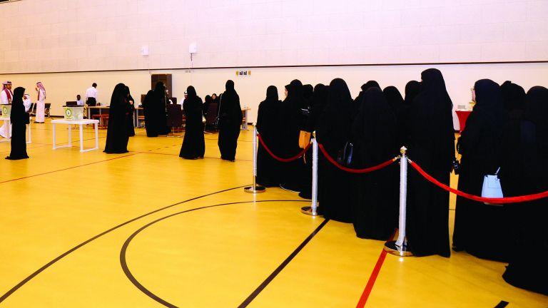 Photo of مزايا جديدة للمرأة والأسرة تتصدر برامج المرشحات للشورى