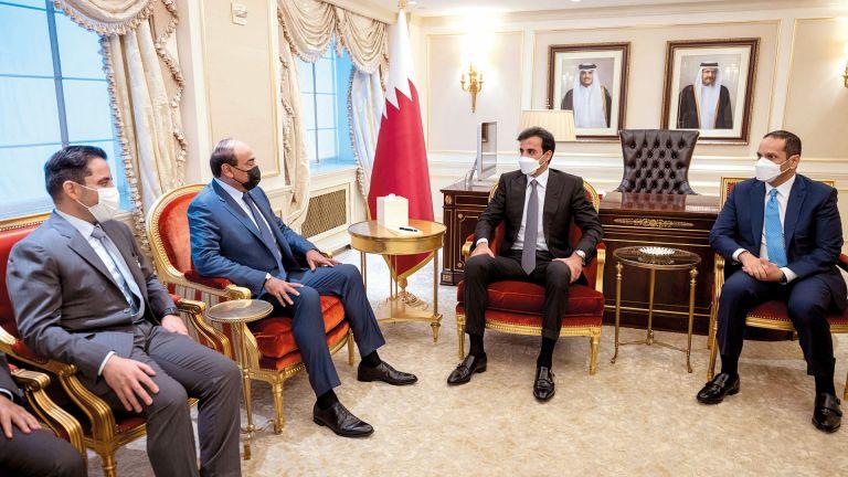 Photo of صاحب السمو يستعرض العلاقات مع رئيس الوزراء الكويتي