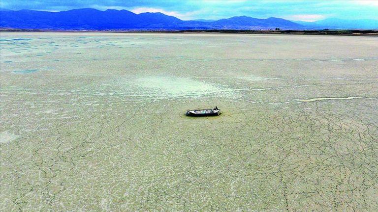 Photo of الجفاف يطال بحيرة قراطاش التركية