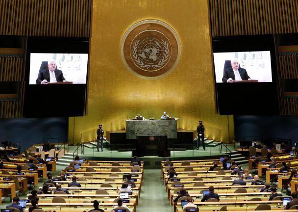 Photo of الرئيس الفلسطيني يطالب بعقد مؤتمر دولي للسلام وفق قرارات الأمم المتحدة ومبادرة السلام العربية