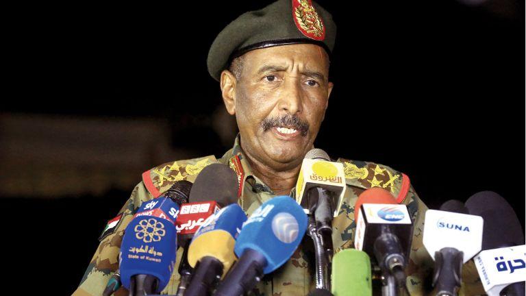 Photo of البرهان يتعهد بعدم الانقلاب على الثورة السودانية