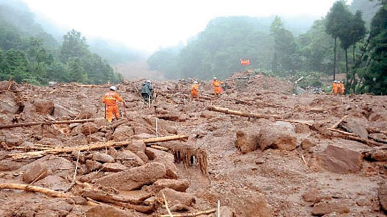 Photo of 10 مفقودين بانهيار طيني جنوبي غربي الصين