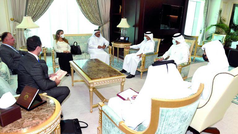 Photo of أمين عام الخارجية يجتمع مع وفد لجنة الميثاق العربي لحقوق الإنسان
