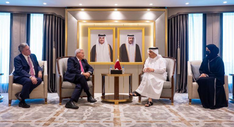 Photo of نائب رئيس مجلس الوزراء وزير الخارجية يجتمع مع رئيس لجنة العلاقات الخارجية بمجلس الشيوخ الأمريكي