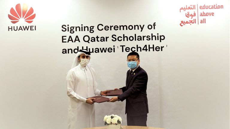 Photo of منح دراسية لطالبات جامعة قطر