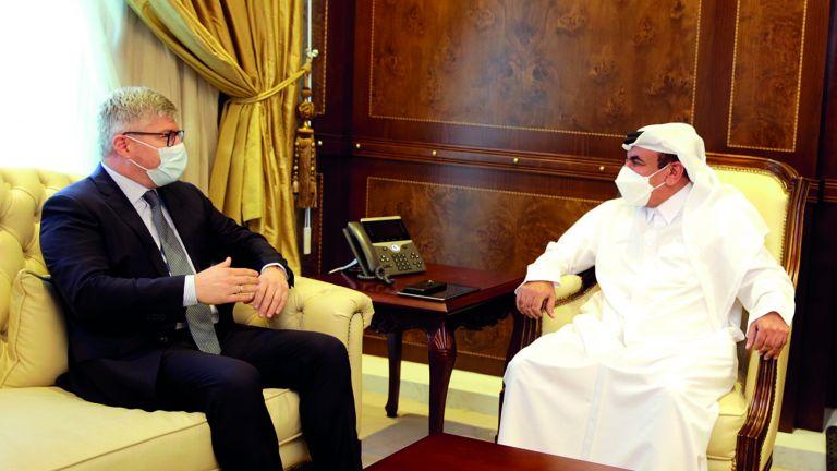 Photo of قطر وإيكاو تعززان التعاون في الطيران المدني