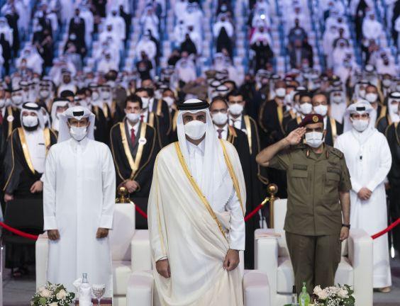 Photo of صاحب السمو يرعى حفل تخريج طلاب جامعة قطر 2021