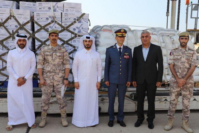 Photo of وصول الشحنة الرابعة من المساعدات الغذائية القطرية للجيش اللبناني إلى بيروت