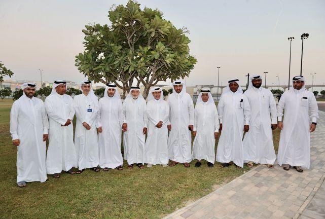 Photo of اللجنة العليا للمشاريع والإرث تهدي نادي الريان 27 شجرة بإستاد أحمد بن علي