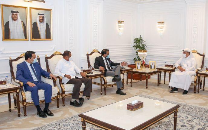 Photo of وزير التنمية الإدارية يجتمع مع وزيرين سريلانكيين