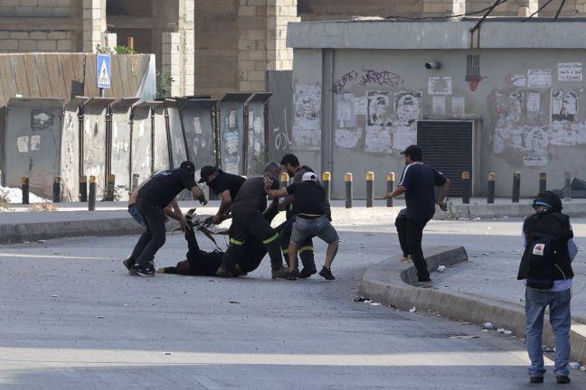 Photo of مقتل 5 أشخاص وإصابة 30 آخرين في اشتباكات مسلحة في لبنان