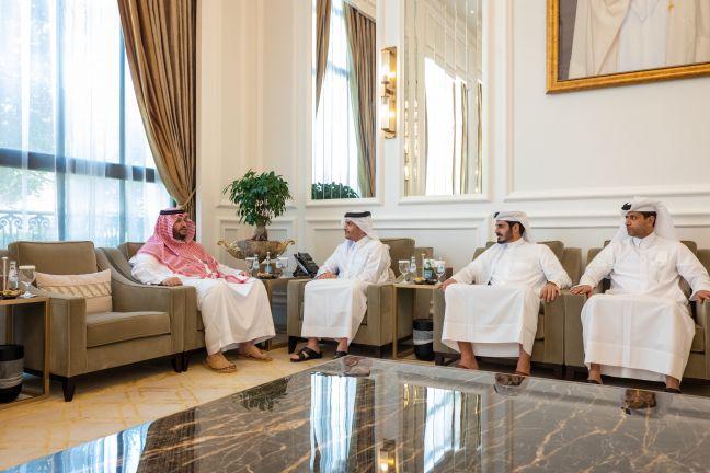 Photo of نائب رئيس مجلس الوزراء وزير الخارجية يجتمع مع سمو الأمير تركي بن محمد آل سعود