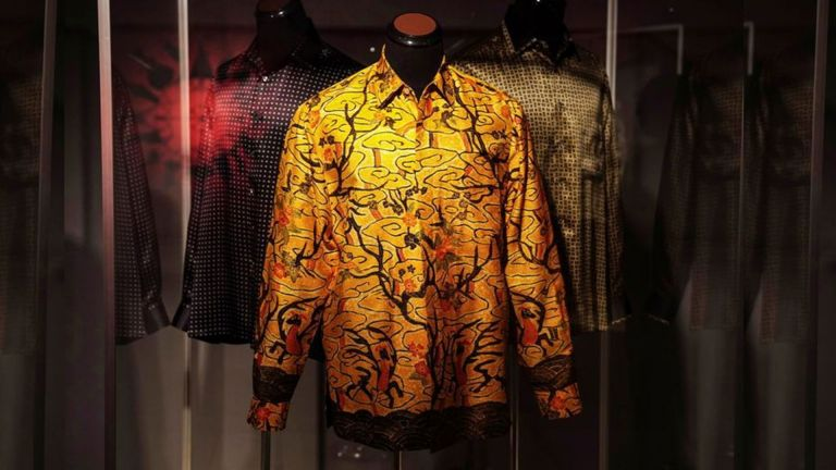 Photo of قمصان مانديلا الشهيرة للبيع في مزاد
