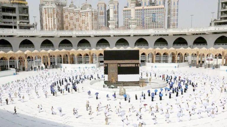 Photo of السعودية تقرر السماح باستخدام كامل الطاقة الاستيعابية في المسجد الحرام والمسجد النبوي