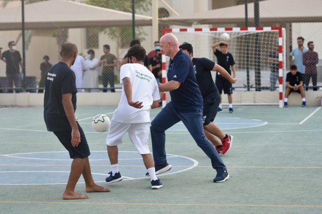 Photo of الفيفا يشكر قطر على إجلاء 100 لاعب ولاعبة كرة قدم من أفغانستان للدوحة