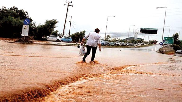 Photo of السيول تغرق البيوت في اليونان