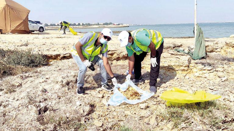 Photo of تنظيف شاطئ الفركية بمشاركة بنك الدوحة