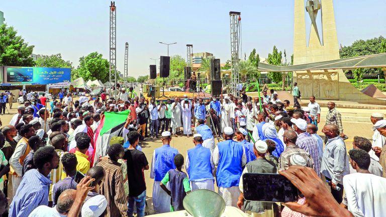 Photo of السودان: استمرار الاعتصام للمطالبة بحل الحكومة