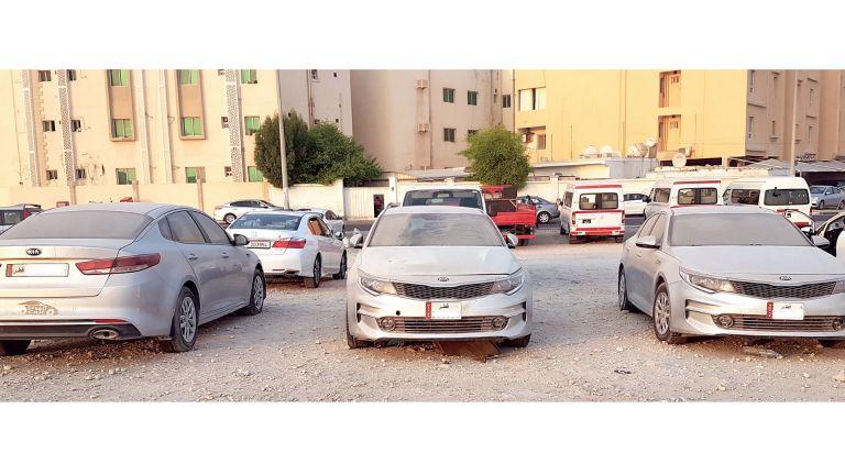 Photo of السيارات المهملة تشوه شوارع الهتمي الجديد