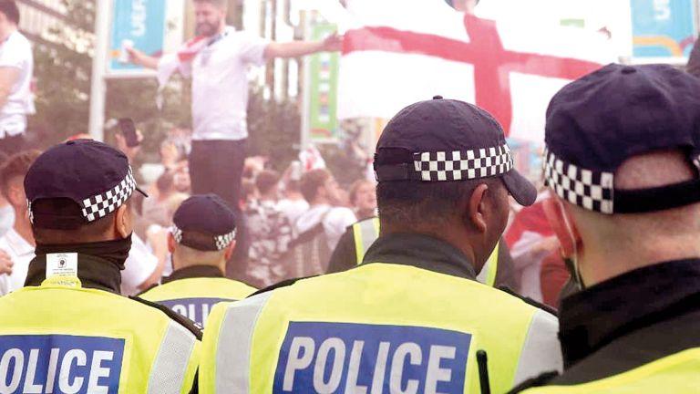 Photo of UEFA يعاقب إنجلترا