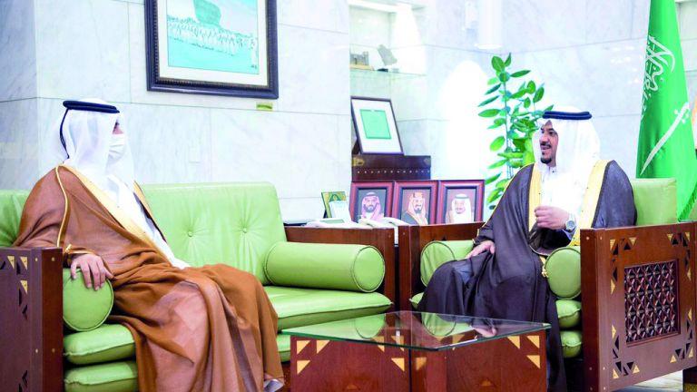 Photo of أمير منطقة الرياض بالنيابة يجتمع مع سفيرنا