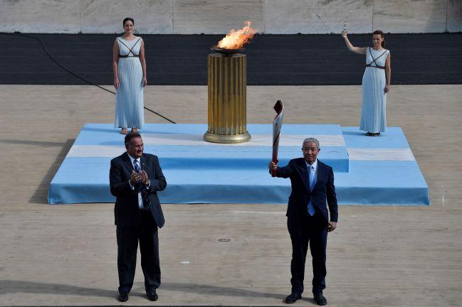 Photo of الصين تتسلم شعلة أولمبياد بكين 2022 الشتوي في العاصمة اليونانية أثينا
