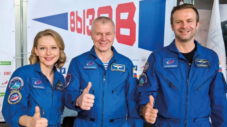 Photo of مخرج فيلم الفضاء الروسيّ: اضطررت للتكيّف مع متطلبات العمل «في الأعلى»