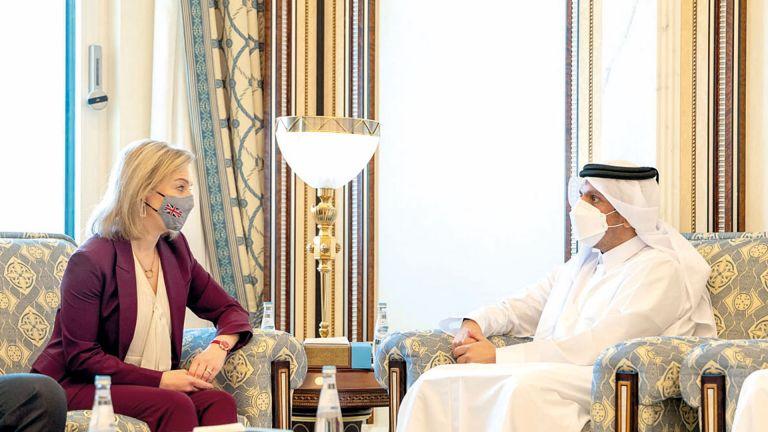Photo of نائب رئيس الوزراء يجتمع مع وزيرة الخارجية والتنمية البريطانية