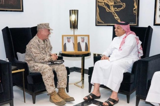 Photo of وزير الدولة لشؤون الدفاع يجتمع مع قائد القيادة المركزية الأمريكية في الشرق الأوسط
