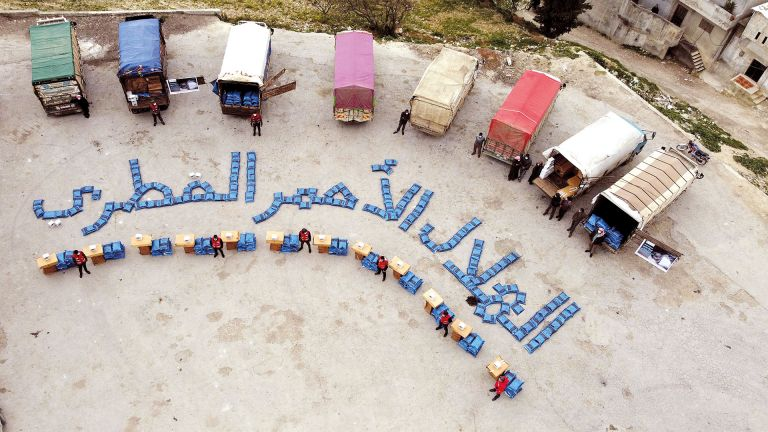 Photo of الهلال الأحمر يُطلق حملة الشتاء الدافئ