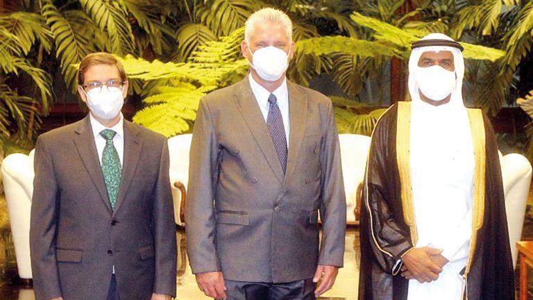 Photo of رئيس كوبا يتسلّم أوراق اعتماد سفيرنا