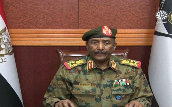 Photo of رئيس مجلس السيادة في السودان يعلن حالة الطوارئ وحل مجلس الوزراء