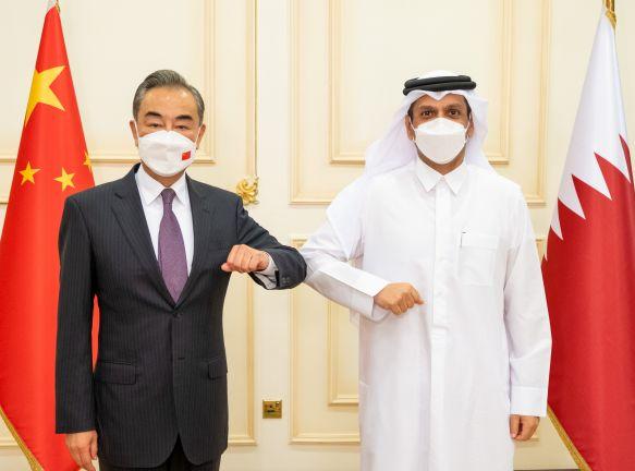 Photo of نائب رئيس مجلس الوزراء وزير الخارجية يجتمع مع مستشار الدولة وزير خارجية الصين