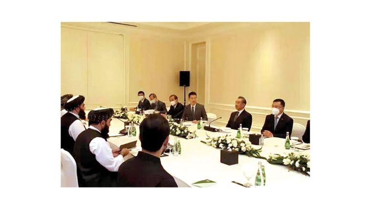 Photo of وزير خارجية الصين يلتقي نظيره الأفغاني في الدوحة